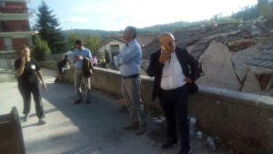 Il sindaco Roberto De Donatis nel sopralluogo ad Amatrice immagine 3
