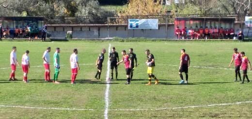 Ceccano - Squadre schierate al centro del campo