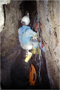 Speleologo in azione immagine 1